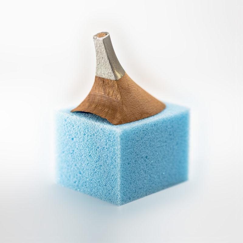 Gaetano Di Napoli - Matratzen | Schaumstoffe | Akustik - Pfennigabsatz aus Aluminium auf Schaumstoffwürfel